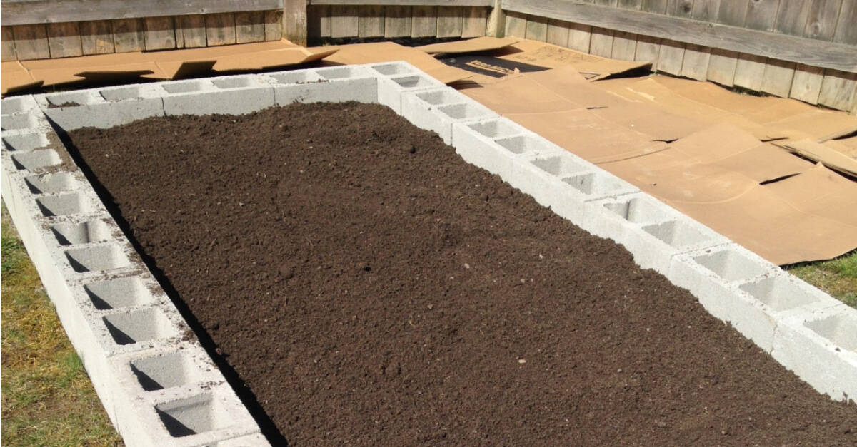 A Half Yard Of A Compost/topsoil Mix Was Used To Fill Both Beds. They  Arenu0027t Completely Full But It Works!
