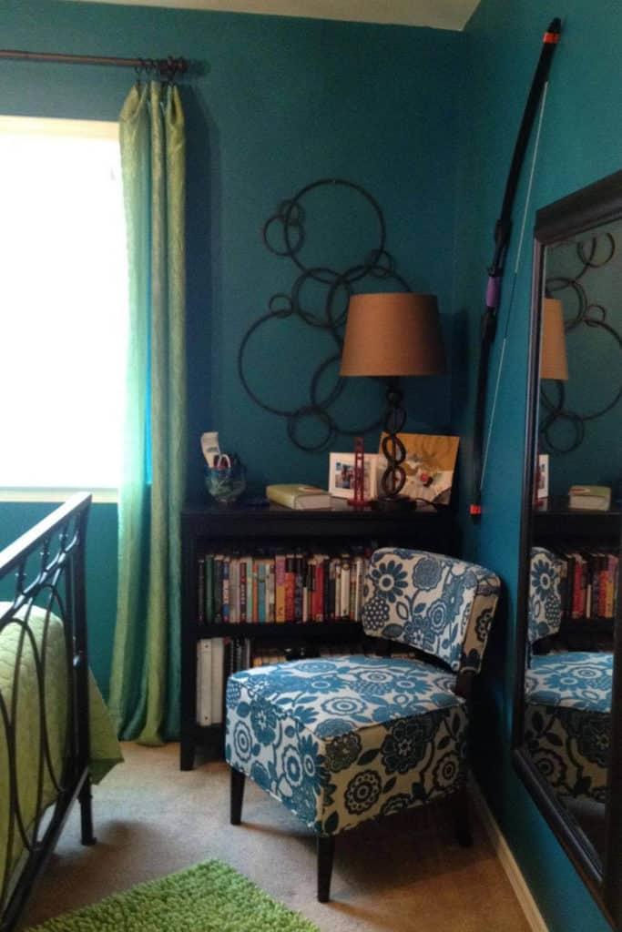 Teenage girl's room decor.