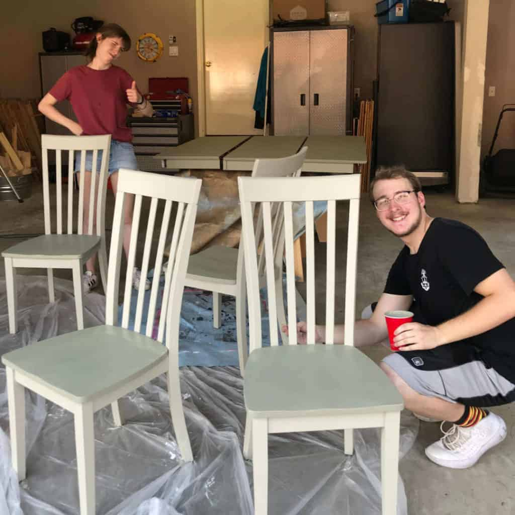 Painting a kitchen table and chairs in two colors, using Fusion Mineral Paint.